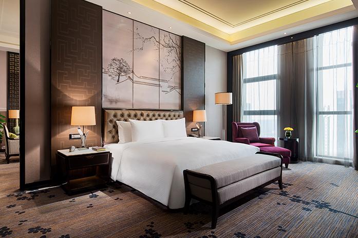 南京万达嘉华酒店豪华套房卧室